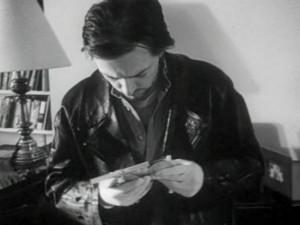 Bill regardant une photo du propriétaire (The following)