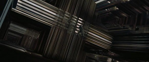 Hooper dans l'espace-temps relié à sa bibliothèque (Interstellar)